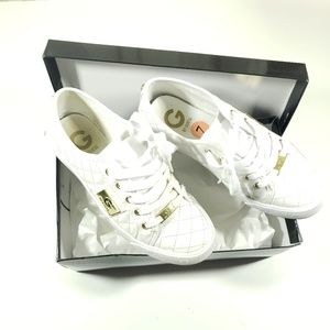 Guess womens solid white gold logo shoes size 7